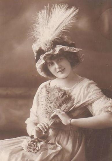 1910featherfan