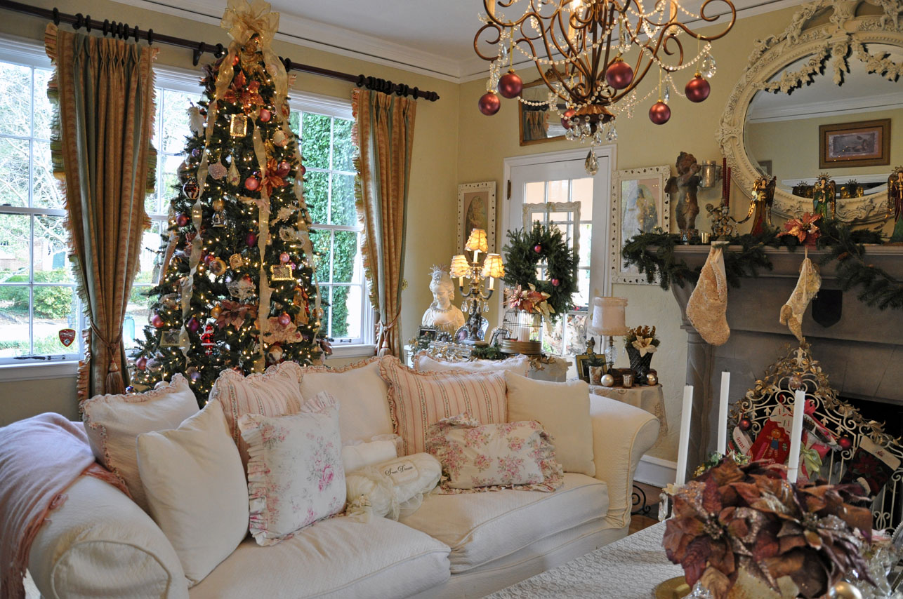 Pictures Of Homes Decorated For Christmas On The Inside Home