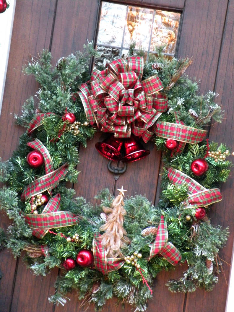 these past few weeks i have thoroughly enjoyed visting several blogs many more to go still and taking a look inside your christmas homes - Christmas Blogs
