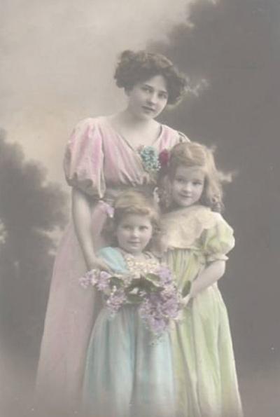 1910mom_2girls1_2